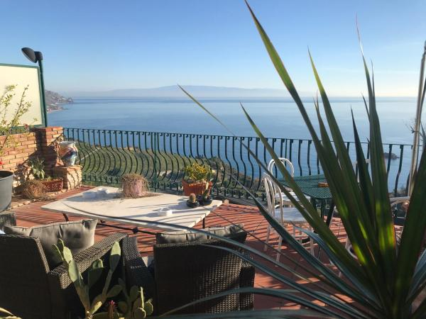 B&B La Terrazza Sul Mare Taormina ☆ Taormina, Costa di Taormina ...